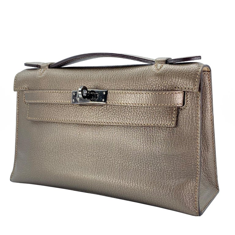 Hermès Kelly Pochette Metallic Bronze Chèvre Leather Ruthenium Hardware In Excellent Condition For Sale In Jakarta, IN