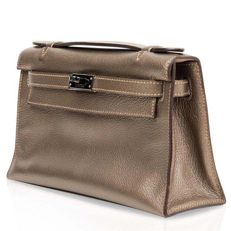Hermes Kelly Pochette Metallic Bronze Clutch Bag Chevre Palladium In Excellent Condition For Sale In Miami, FL
