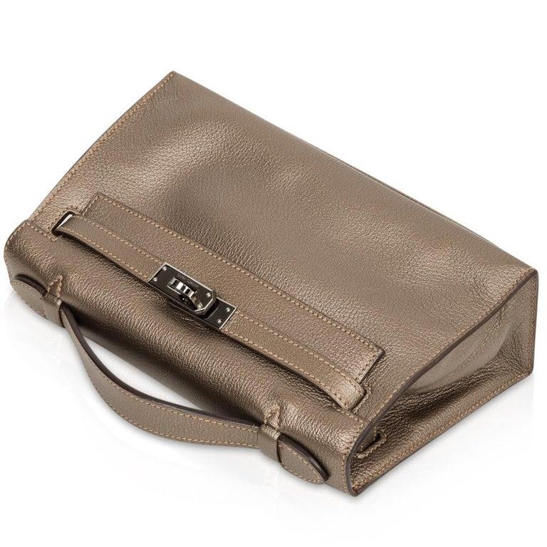 Women's  Hermes Kelly Pochette Metallic Bronze Clutch Bag Chevre Palladium For Sale