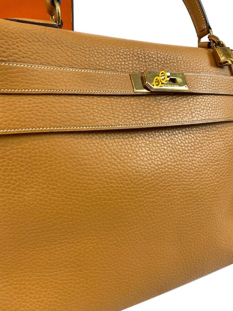 Hermès Kelly Retourne Handbag Gold Fjord Leather with Gold Hardware 40, 1985.  For Sale 6