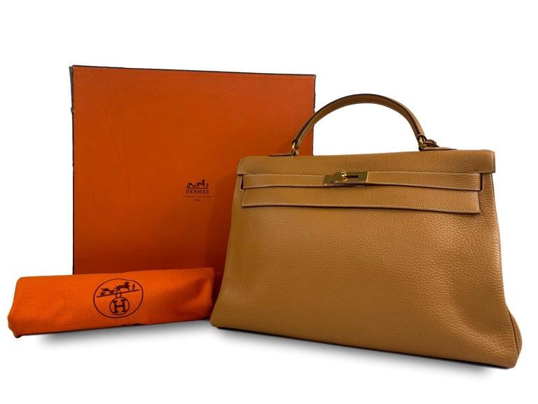 Hermès Kelly Retourne Handbag Gold Fjord Leather with Gold Hardware 40, 1985.  For Sale 7