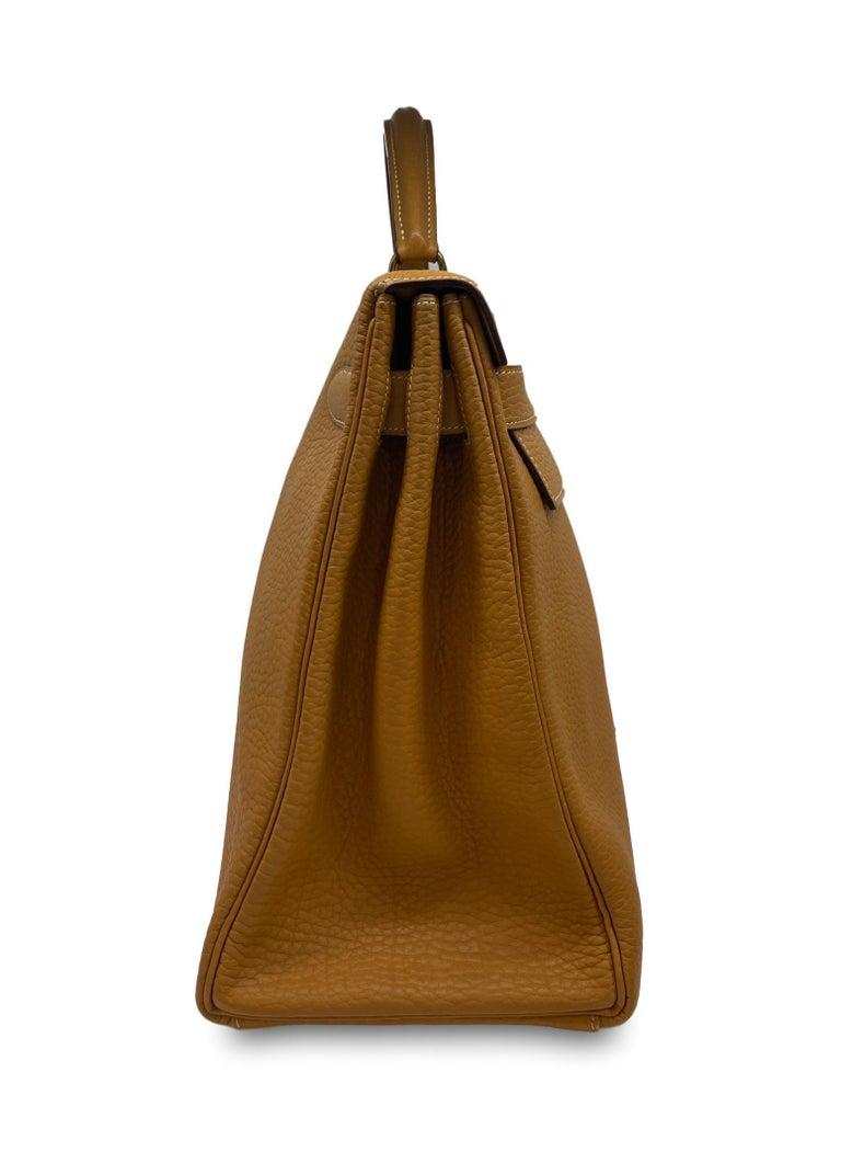 Hermès Kelly Retourne Handbag Gold Fjord Leather with Gold Hardware 40, 1985.  In Good Condition For Sale In Banner Elk, NC