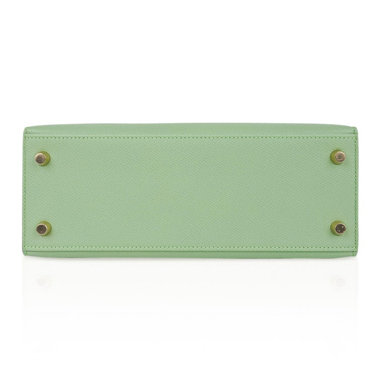 Hermes Kelly Sellier 25 Bag Vert Criquet Epsom Leather Gold Hardware  For Sale 6