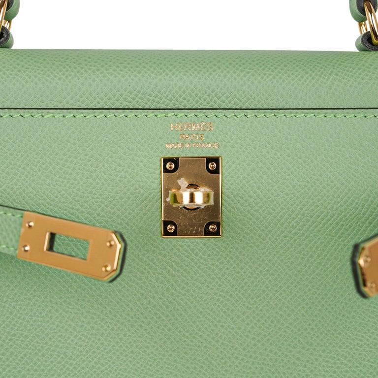 Green Hermes Kelly Sellier 25 Bag Vert Criquet Epsom Leather Gold Hardware  For Sale