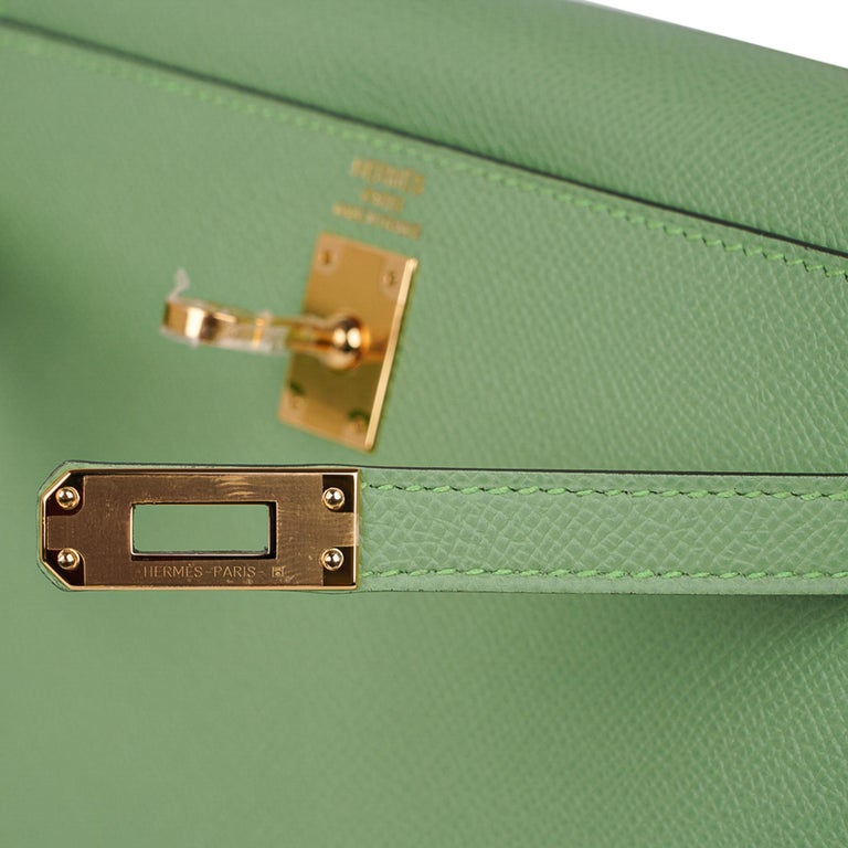 Hermes Kelly Sellier 25 Bag Vert Criquet Epsom Leather Gold Hardware  In New Condition For Sale In Miami, FL