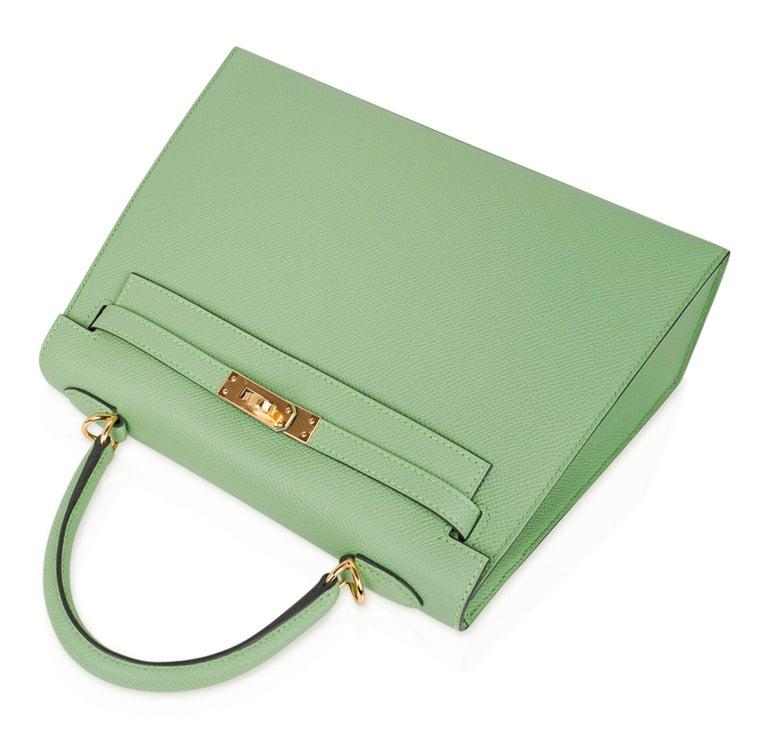 Hermes Kelly Sellier 25 Bag Vert Criquet Epsom Leather Gold Hardware  For Sale 1