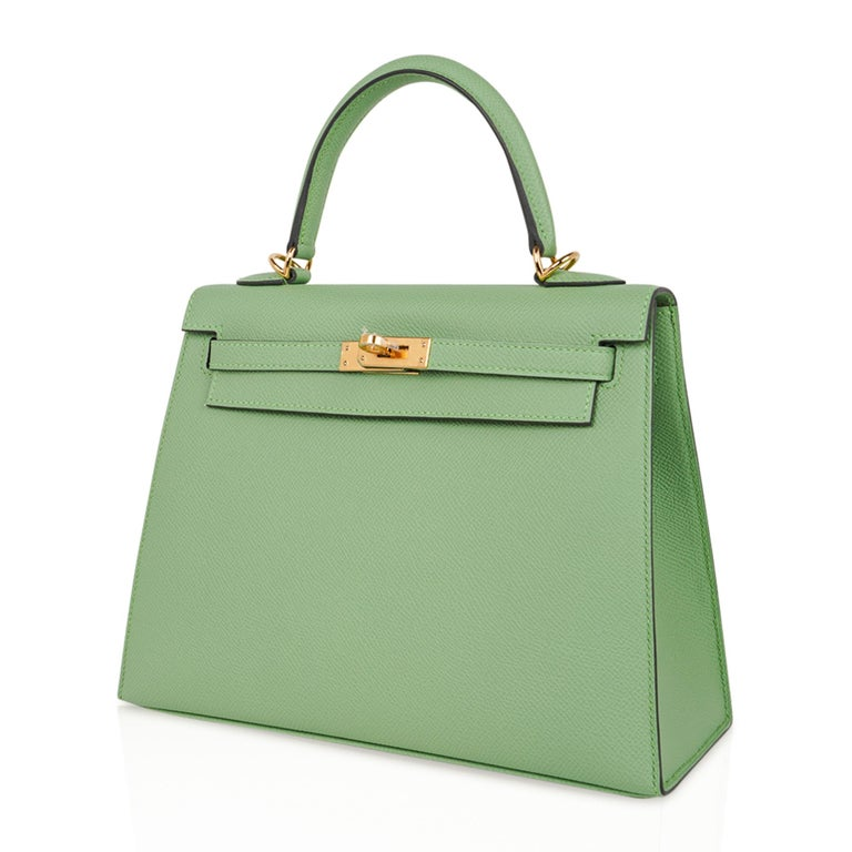 Hermes Kelly Sellier 25 Bag Vert Criquet Epsom Leather Gold Hardware  For Sale 2