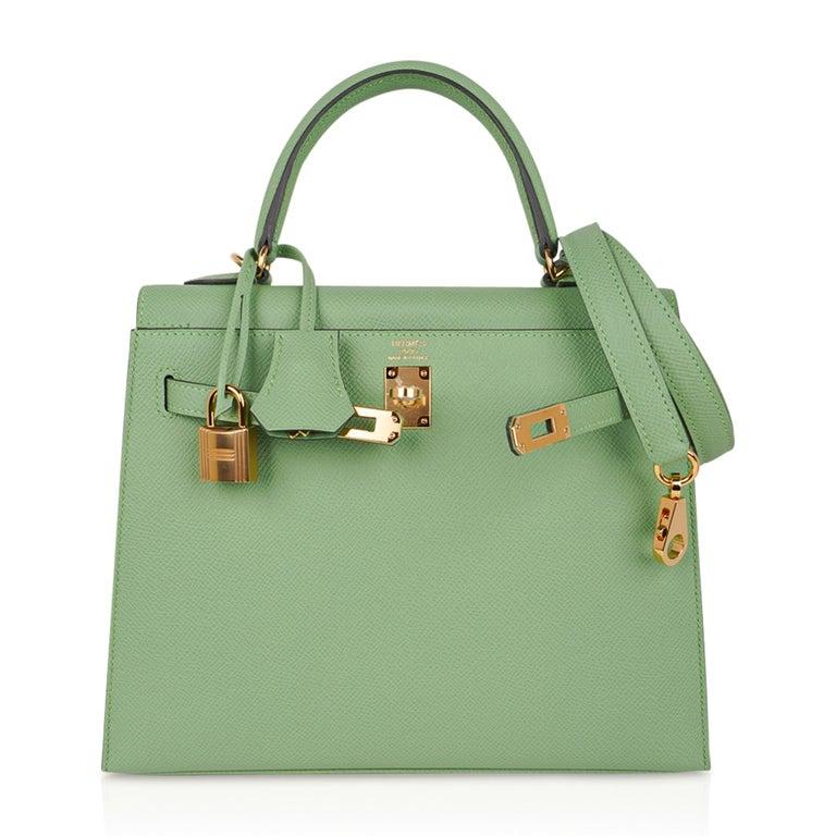 Hermes Kelly Sellier 25 Bag Vert Criquet Epsom Leather Gold Hardware  For Sale 4