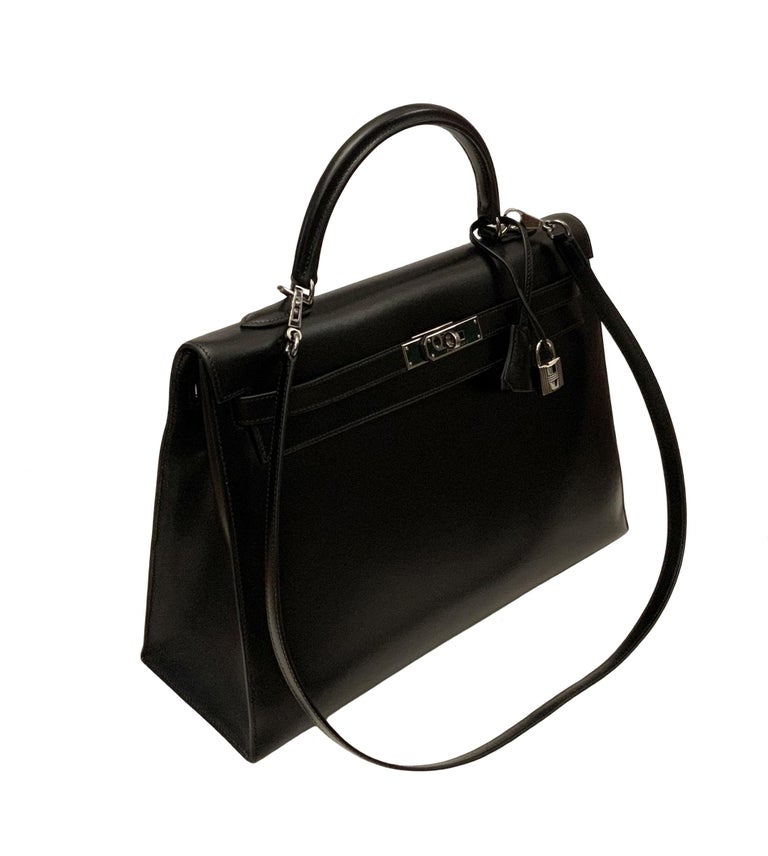 A classic and timeless from the house of Hermès, the Kelly Sellier in Box leather. This is a