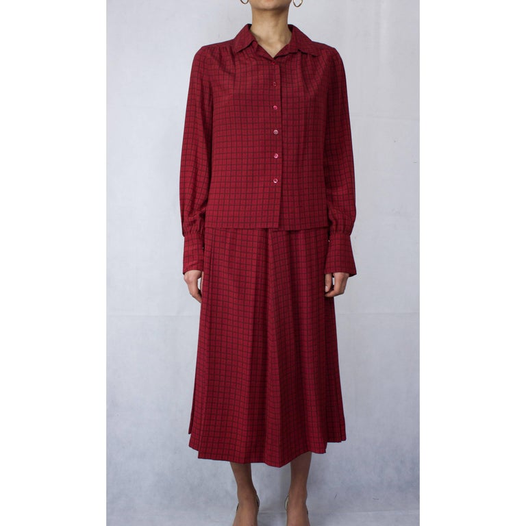 Red Hermès lattice print silk ensemble, circa 1970s For Sale