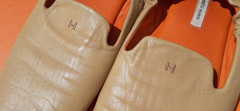 Beautiful Hermès Slippers  Super comfortable  Made of Lambskin Smooth Leather and Suede Outsole  Inside is lined with orange smooth Leather  The back of the slippers is elasticated providing a perfect support  Made in Spain