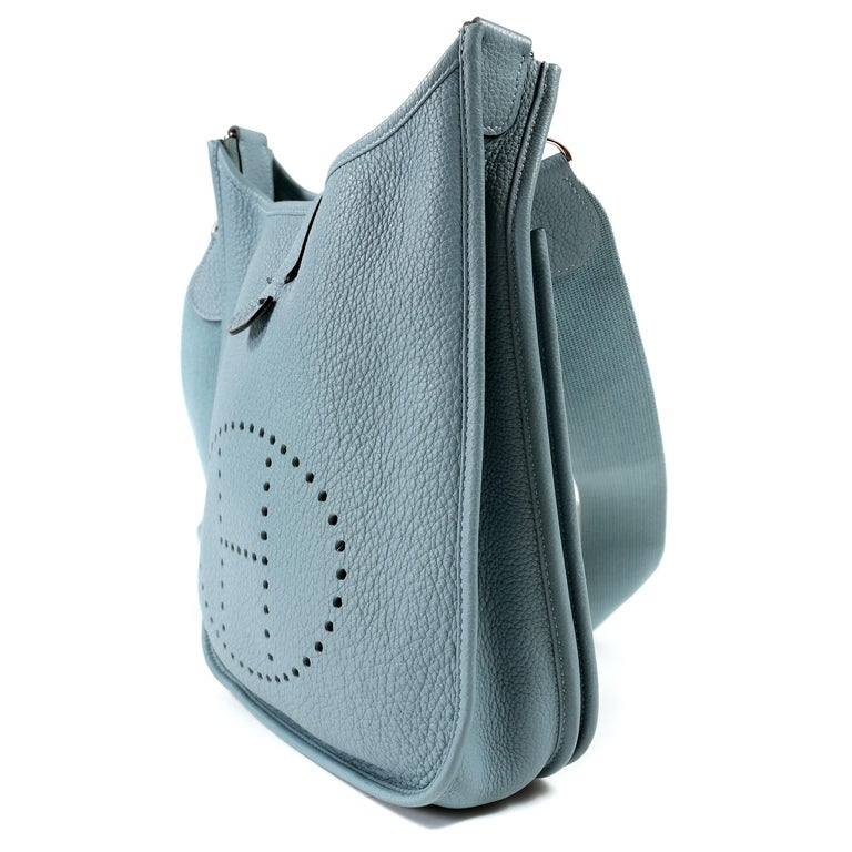 Hermès Light Blue Clemence Evelyne PM III In Excellent Condition For Sale In Palm Beach, FL