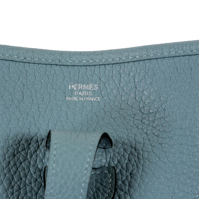 Hermès Light Blue Clemence Evelyne PM III For Sale 2