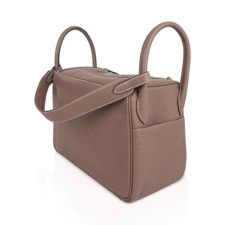 Hermes Lindy 30 Bag Coveted eToupe Clemence Palladium For Sale 5