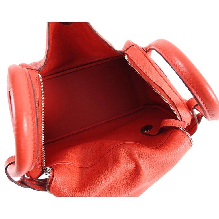 Hermes Lindy 34 Shoulder Bag in Taurillon Clemence Rouge Pivoine For Sale 5