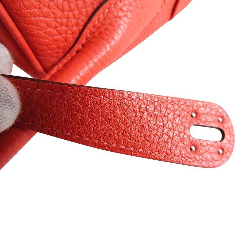 Hermes Lindy 34 Shoulder Bag in Taurillon Clemence Rouge Pivoine For Sale 6