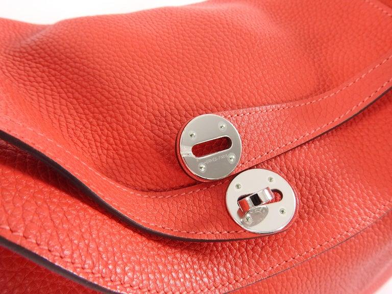 Hermes Lindy 34 Shoulder Bag in Taurillon Clemence Rouge Pivoine For Sale 8