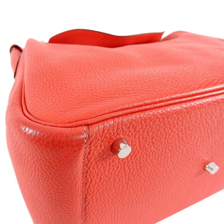 Hermes Lindy 34 Shoulder Bag in Taurillon Clemence Rouge Pivoine For Sale 9