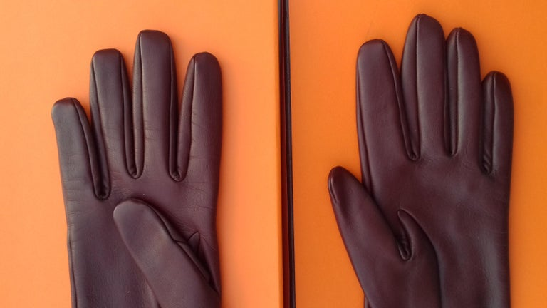Hermès Long Opera Gloves Burgundy Lambskin Leather Size 6.5 in Box In Excellent Condition For Sale In ., FR