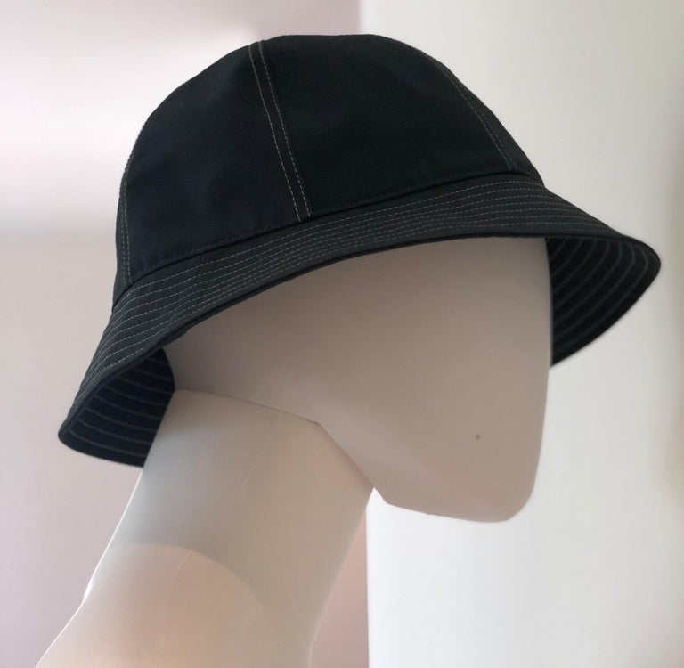 Hermes Midnight Blue Cotton Size 57 Bucket Hat w/ Tan Top Stitch & Embroidered H For Sale 10