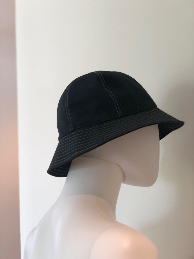 Hermes Midnight Blue Cotton Size 57 Bucket Hat w/ Tan Top Stitch & Embroidered H For Sale 11