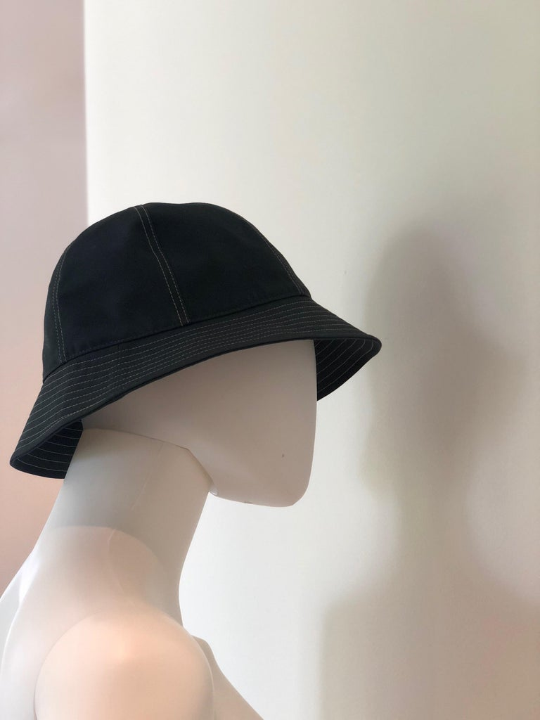 Hermes Midnight Blue Cotton Size 57 Bucket Hat w/ Tan Top Stitch & Embroidered H For Sale 12