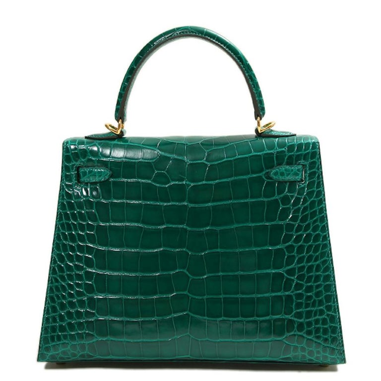 Hermes NEW Kelly 25 Green Crocodile Leather Gold Top Handle Tote Shoulder Bag In New Condition In Chicago, IL