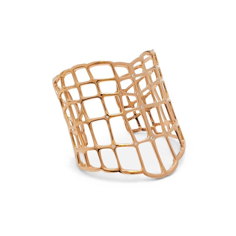 Authentic Hermes 'Niloticus Ombre' bracelet crafted in 18 karat rose gold by Pierre Hardy is an interpretation of animal skin. Articulated scales form beautiful and fascinating patterns drawing light and shadow against the wearer's skin. The