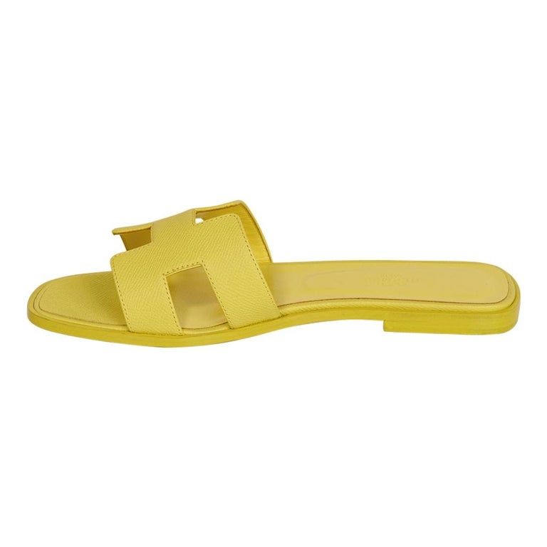 Hermes Oran Flat Sandal Lime Epsom Leather 40 / 10 New w/Box In New Condition For Sale In Miami, FL