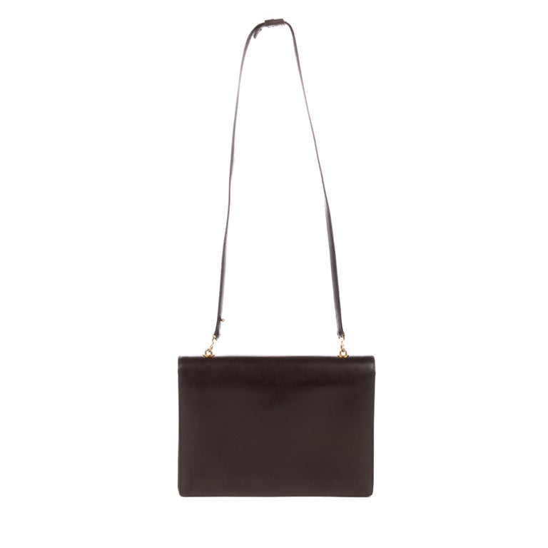 Hermès crossbody bag Brown box leather , gold metal Hardware, shoulder strap in brown box leather for shoulder or shoulder strap.  Flap closure.  Inner lining in brown leather, a snap closure pocket, a double patch pocket.   Signature: