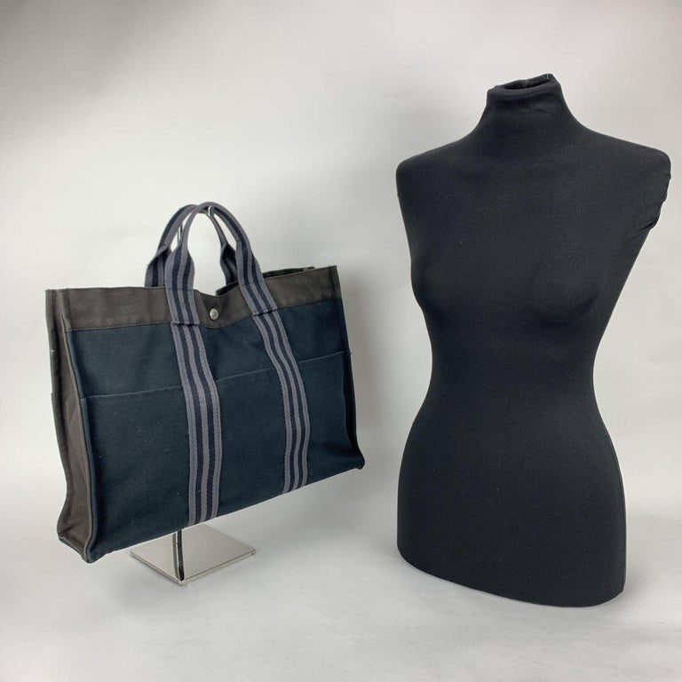 'HERMES FOURRE TOUT - MM' - Tote handbag. Made in France. Black front and back, gray sides and upper part and light grey stripes on the handles. Material: 100% cotton. It has snaps on both ends for expansion. Durable canvas handles, perfect for