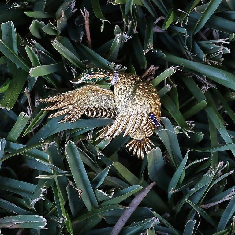 Women's or Men's Hermes Paris Emerald Sapphire Diamond Gold Goose Brooch For Sale