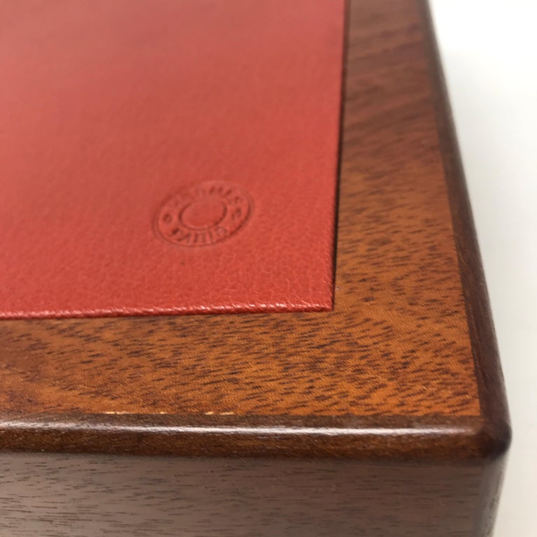 Hermes Paris Cigar box in ash wood, brown color with squaring on the lid in red inside in cedar wood, perfect for keeping the smell of cigars intact, brass hinges. Equipped with separator, hygrometer, collector's item. Very Good Condition.