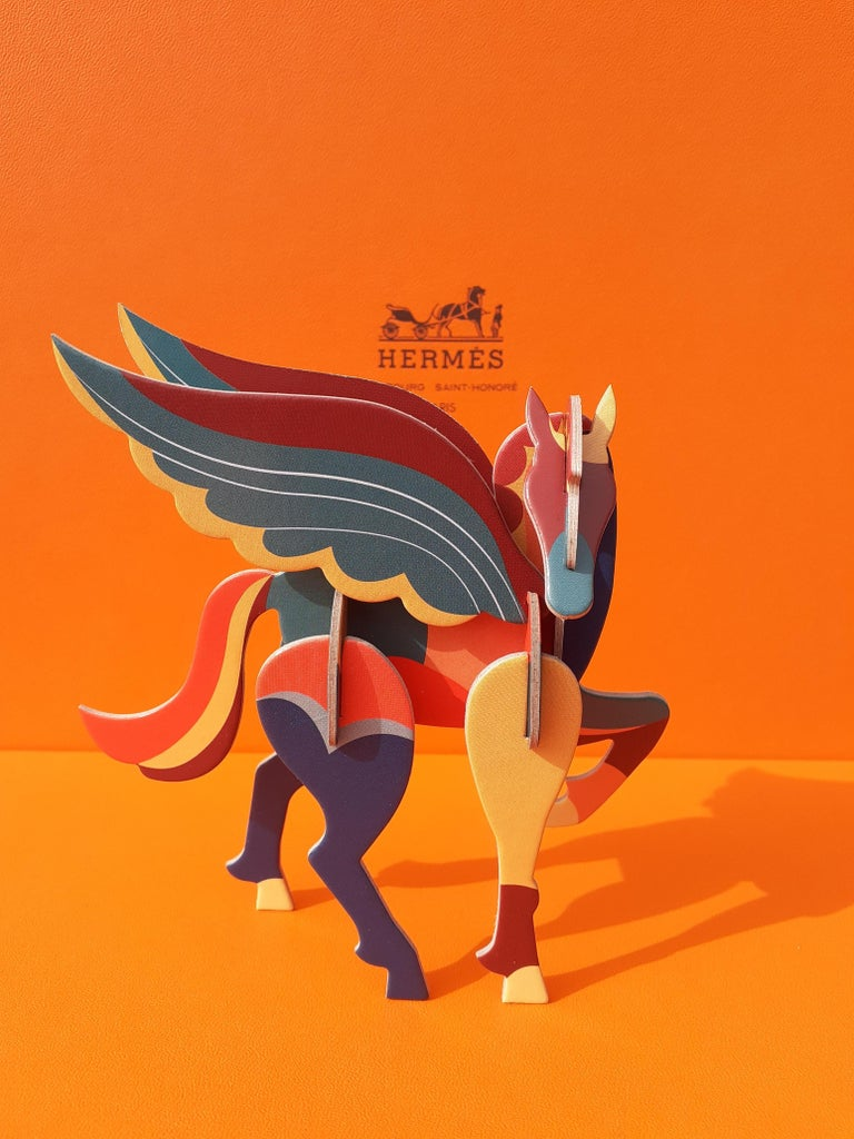 Super Cute Authentic Hermès Pegasus  Composed of 11 pieces of cardboard to assemble  A blue string will allow to suspend it  The assembly instructions are inside the packaging  Colorways: Blue, Orange, Yellow, Green, Burgundy  Measurements (around):