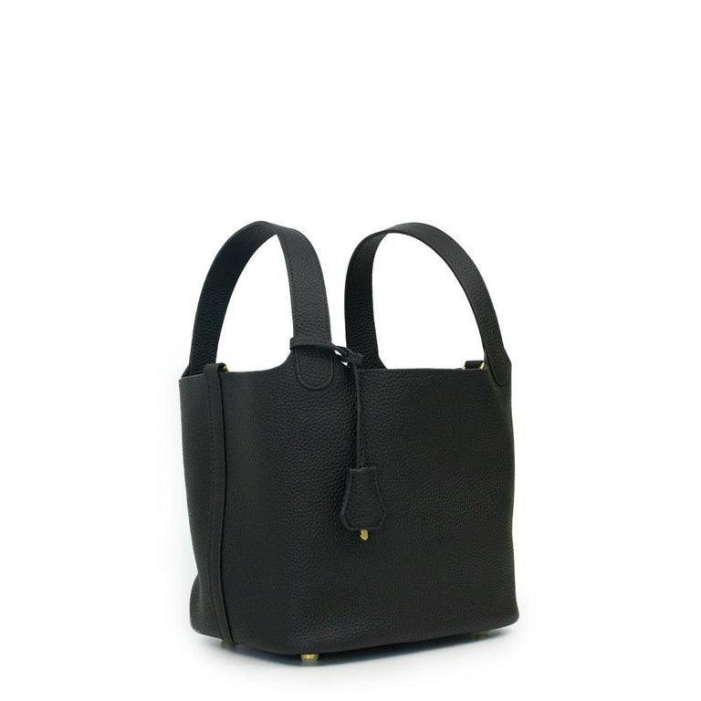 - Designer: HERMÈS - Model: Picotin 22 lock - Condition: Very good condition.  - Accessories: Dustbag, Padlock, Keys - Measurements: Width: 24cm, Height: 21cm, Depth: 17,5cm - Exterior Material: Leather - Exterior Color: Black - Interior Material: