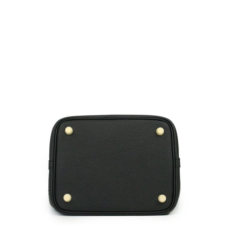 Women's Hermès, Picotin 22 lock in black leather For Sale