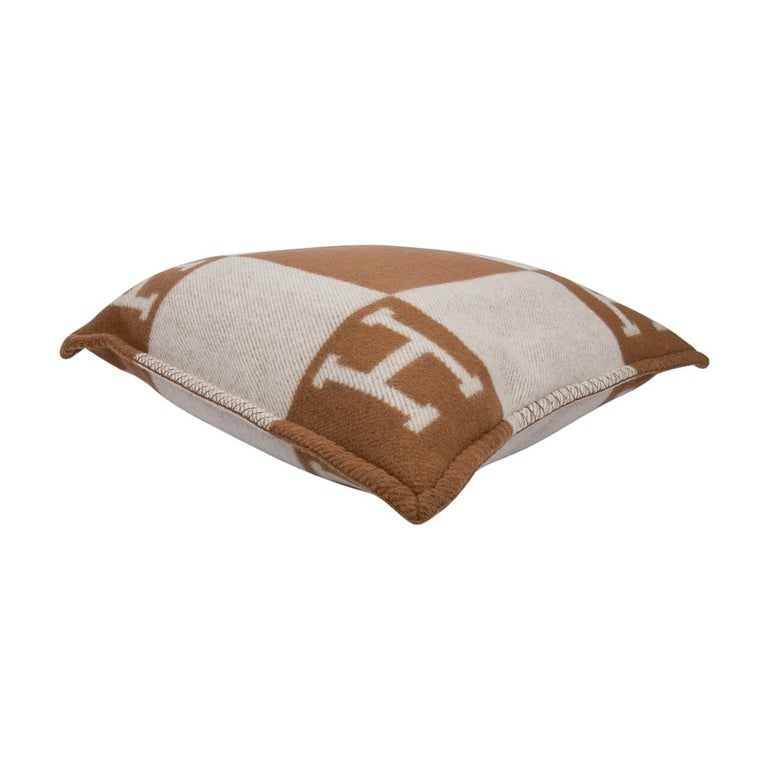 Hermes Pillow Avalon PM Signature H Camel / Ecru Throw Cushion In New Condition For Sale In Miami, FL