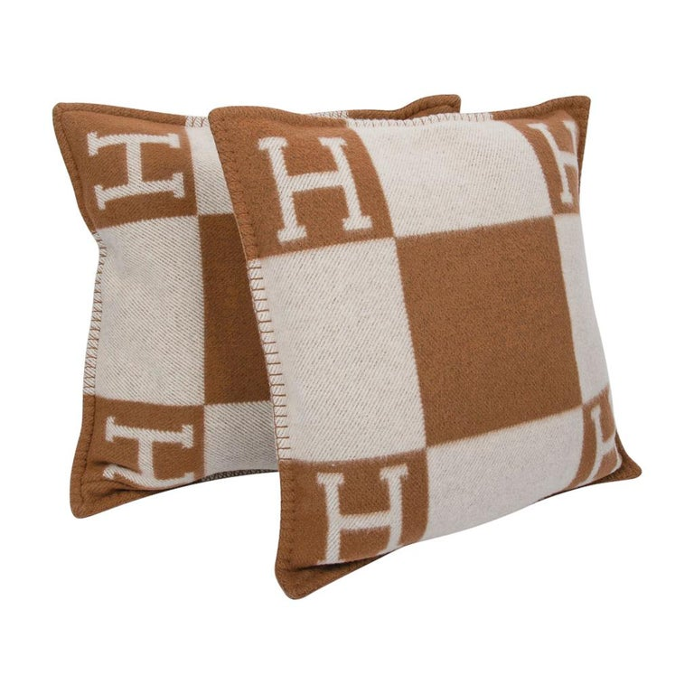 Women's or Men's Hermes Pillow Avalon PM Signature H Camel / Ecru Throw Cushion For Sale