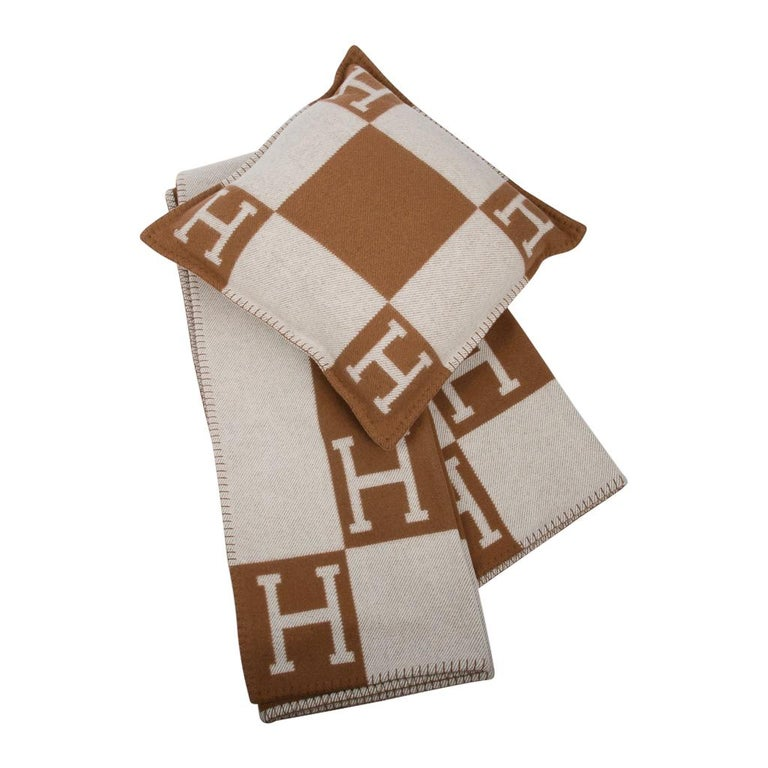 Hermes Pillow Avalon PM Signature H Camel / Ecru Throw Cushion For Sale 2