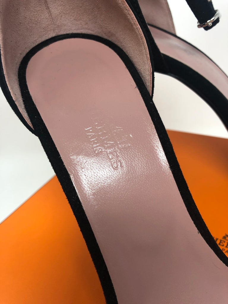 Hermès Pink Heels In New Condition For Sale In Athens, GA