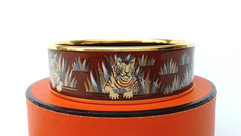 Women's Hermès Printed Enamel Bracelet Tigers in the Herbs Joachim Metz GHW Size 65 RARE For Sale