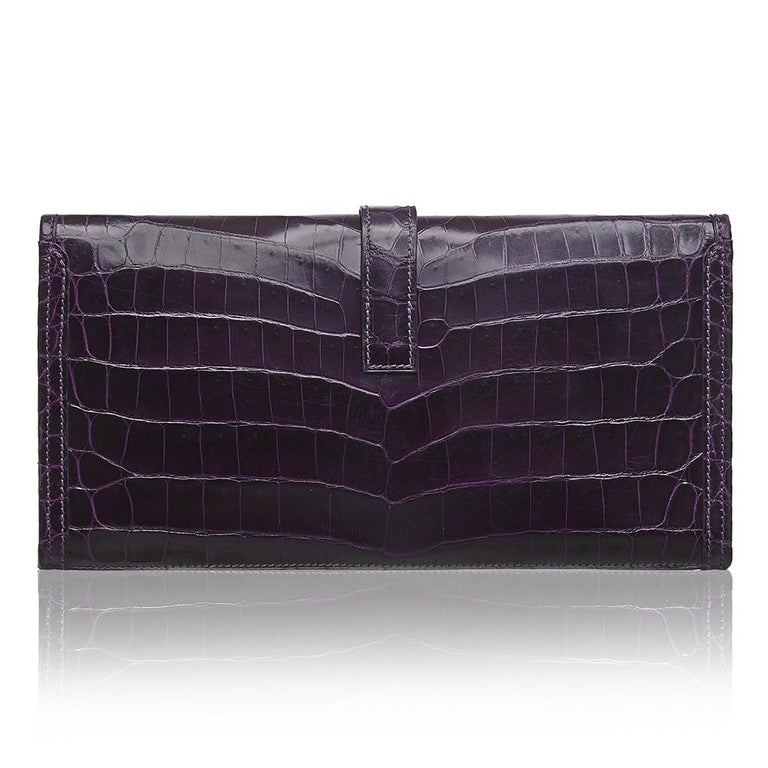 A true classic, the Jige has long been offered by Hermès. This beautiful prune Niloticus Crocodile clutch bag is most distinctive by its fold-over top and leather 'H' pull tab closure. With enough space to fit all your daily essentials this is the