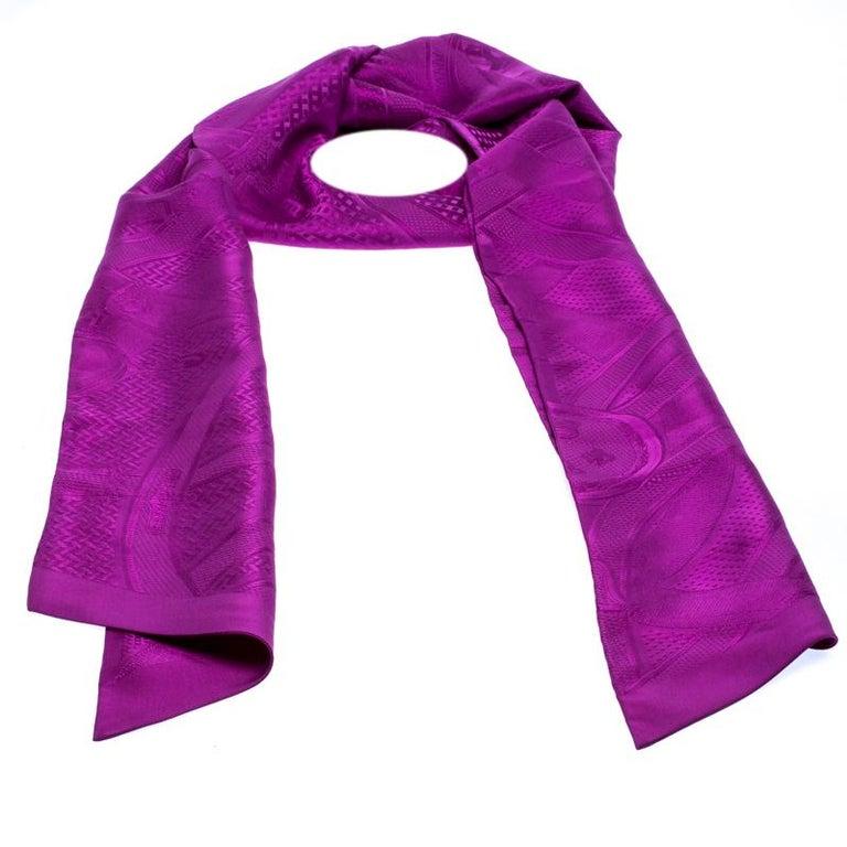 Hermès Purple Cavalcadour Motif Silk Jacquard Maxi Twilly Scarf In Good Condition For Sale In Dubai, Al Qouz 2