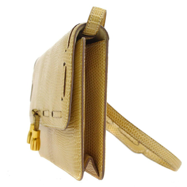 Hermes Rare Nude Ivory Lizard Tassel Envelope Clutch Evening Clutch Shoulder Bag In Good Condition For Sale In Chicago, IL