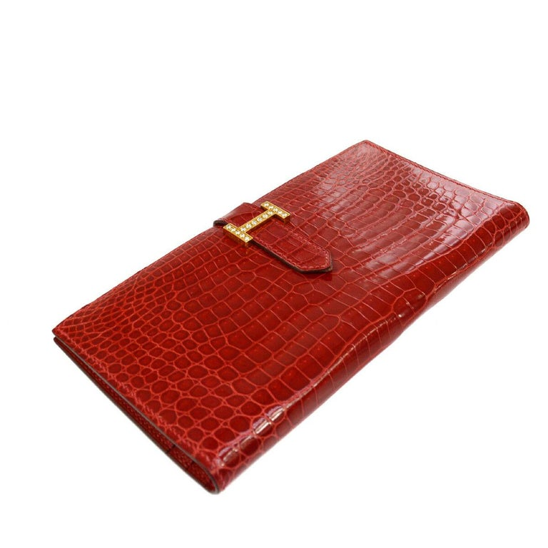 Hermes Red Crocodile Exotic Leather Diamond 'H' Gold Envelope Clutch Wallet In Good Condition For Sale In Chicago, IL