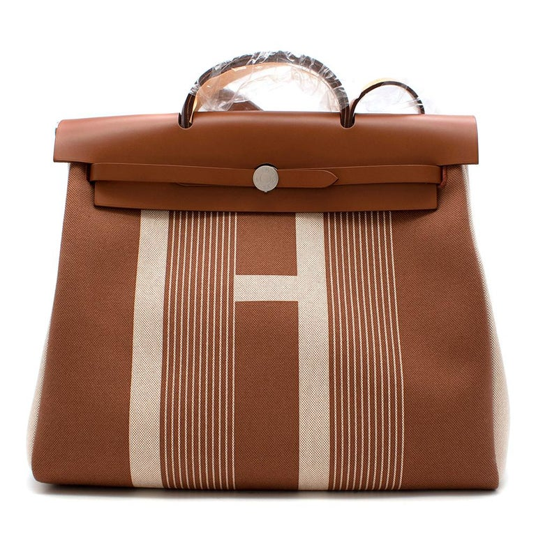 Hermès Retourné HerBag Zip 29 in Toile H Plume H Vibration Canvas and Hunter Cowhide with Palladium Hardware.  2020  Includes Dust Bag, Box, Clochette, Lock and Keys.  Size: 29  L 29 x H 38 x D 11 cm