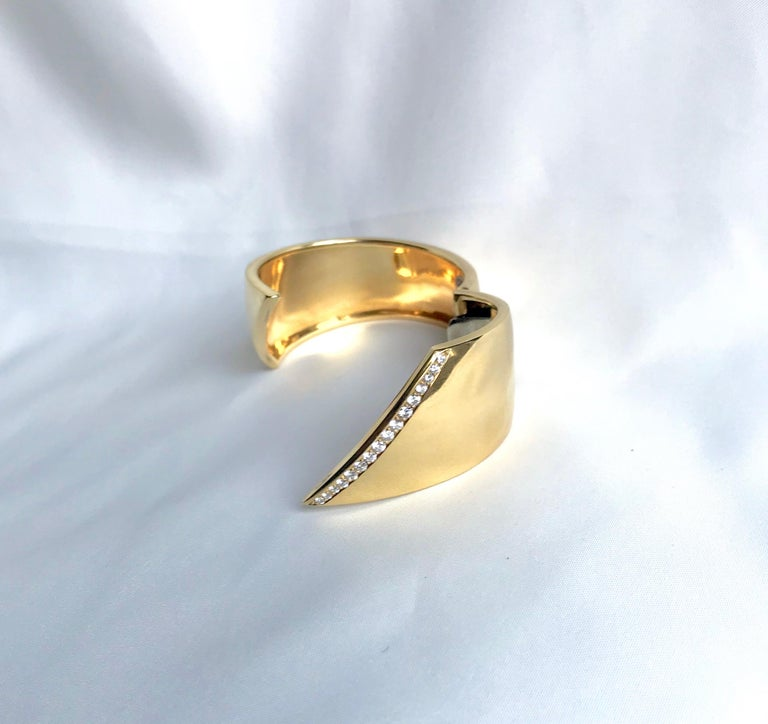 Hermes Rigid Bracelet in 18 Carat Yellow Gold and Line of Diamonds For Sale 1
