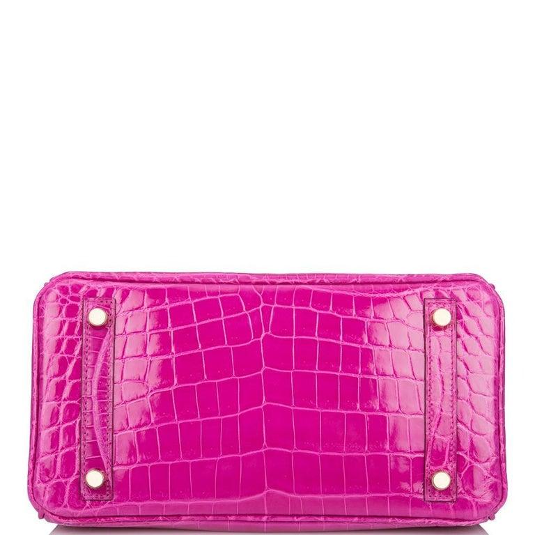 Women's or Men's Hermès Rose Scheherazade Niloticus Crocodile Birkin 25cm Gold Hardware For Sale