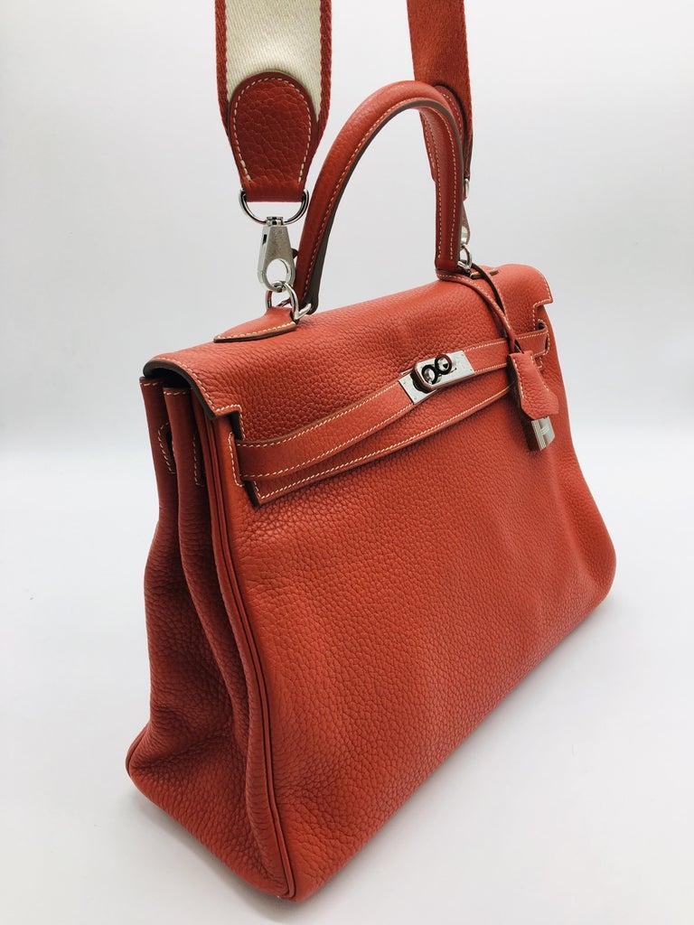 Women's Hermes Sanguine Kelly 35cm in Clemence For Sale