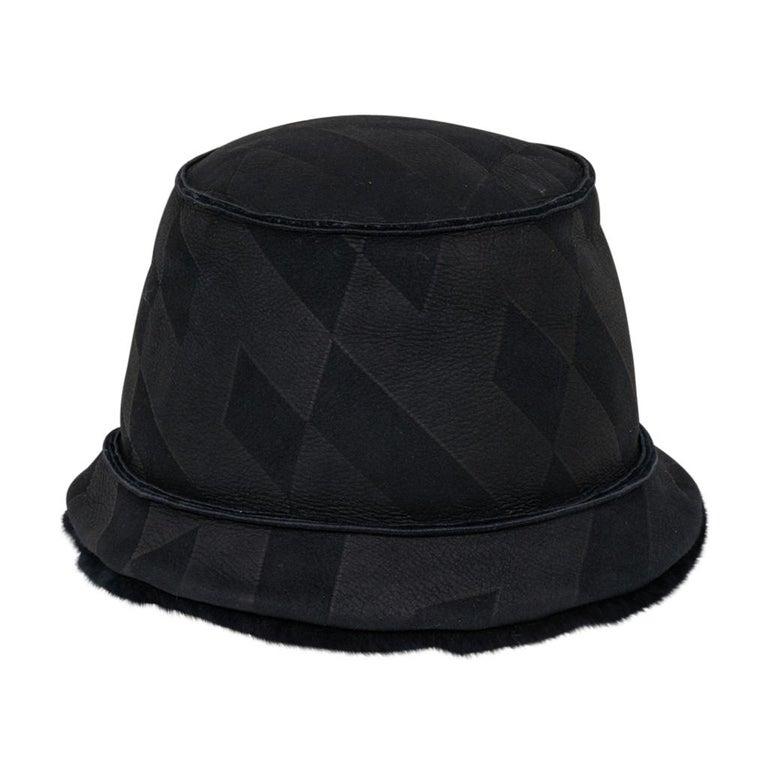 Women's Hermes Shearling Lambskin Bucket Hat 59 New For Sale